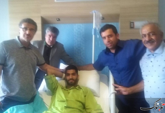 محمد انصاری مدافع پرسپولیس در تخت بیمارستان