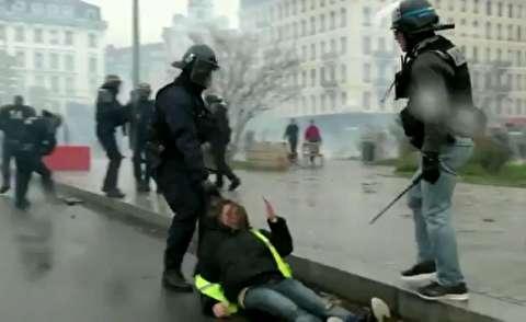 شلیک مستقیم پلیس به معترض فرانسوی