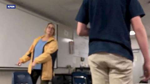 اقدام عجیب معلم در کلاس درس!