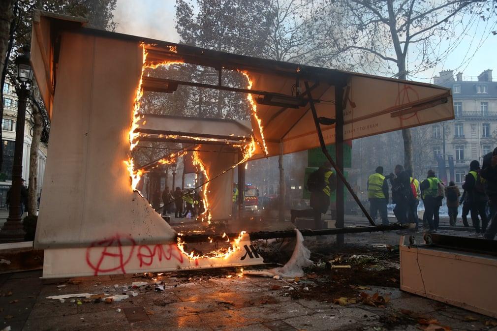 اعتراضات صلح آمیز در فرانسه به خشونت تمام گرایید
