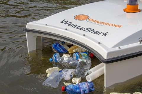 روبات شناگر زبالههای سطح دریا را جمع میکند