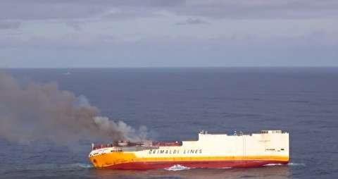 کشتی حامل 2000 خودروی لوکس غرق شد