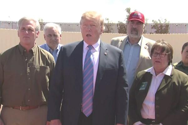ترامپ: آمریکا از مهاجران پر شده