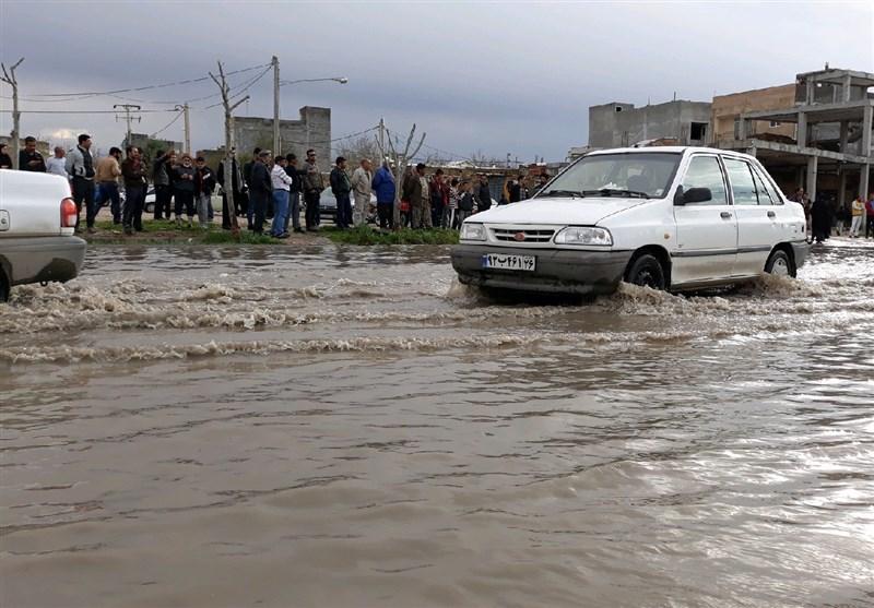 آسیب دبدن چند خانه در اثر باراش باران در بجنورد