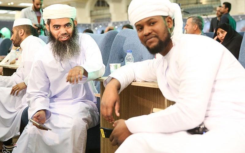 آغاز مسابقات بینالمللی قرآن با تواشیح گروه سرود ملبس به لباس سپاه