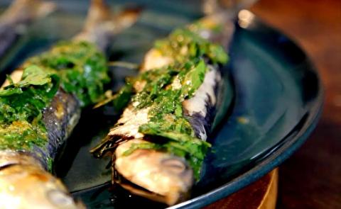 طرز تهیه سالاد پاستا اُرزو با ماهی ساردین گریل شده