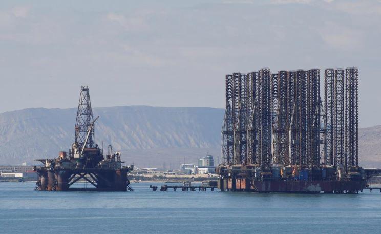 ادامه کاهش قیمت نفت خام در اثر تداوم نگرانیها بابت عرضه بیش از حد