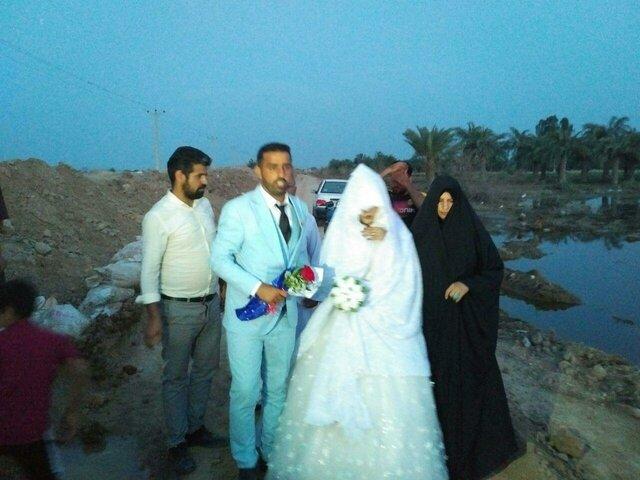 مراسم ازدواج زوج خوزستانی بر امواج سیلاب!