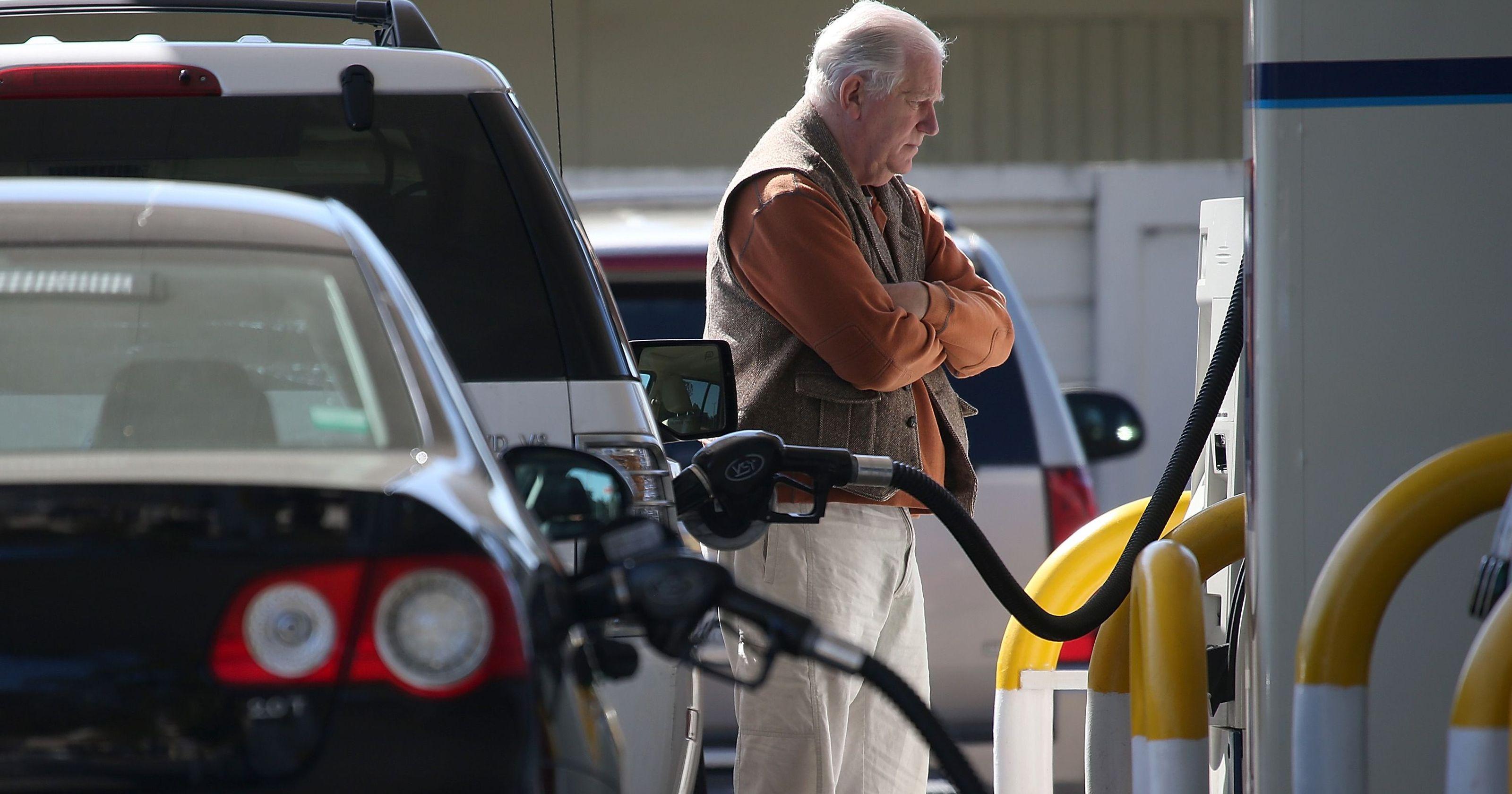 سناریوی سهمیه بندی بنزین از خرداد ماه/ رسیدن به نرخ فوب خلیج فارس، شاید زمانی دیگر/ قاچاق سوخت همچنان جذاب خواهد بود؟