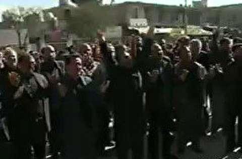 عزاداری مردم کرمان مقابل منزل سردار سلیمانی