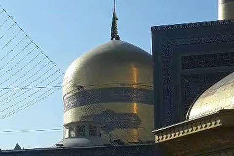 نصب پرچم سیاه بر گنبد حرم امام رضا