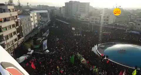جمعیت عظیم تشییع کنندگان در میدان انقلاب
