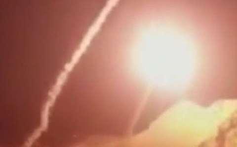 لحظه شلیک موشکهای ایران به عین الاسد