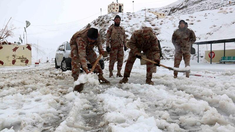 سرمای بیسابقه جان دهها پاکستانی را گرفت