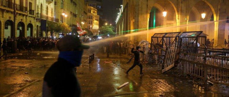 درگیریها میان معترضان و پلیس در بیروت بالا گرفت