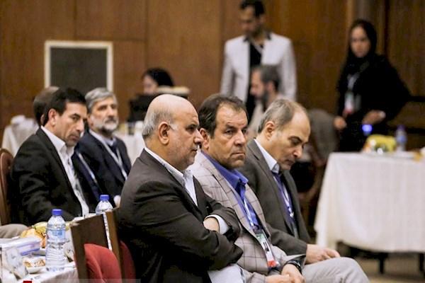 اصفهانیان بی خبر از مخالفت هیات رییسه با استعفای تاج