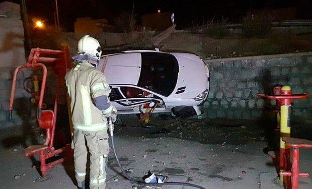 واژگونی خودروی سواری در بزرگراه باکری