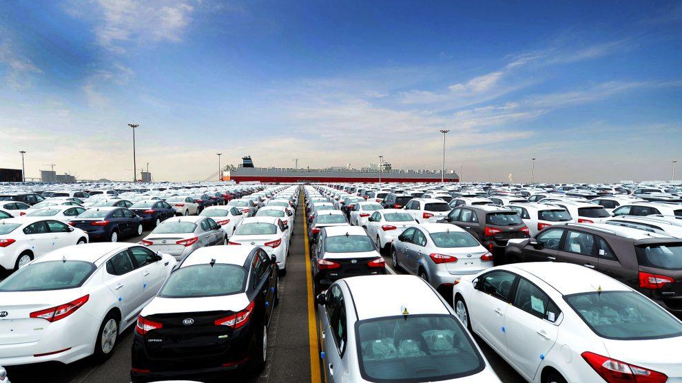 مصوبه جدید دولت برای رهایی از چالش بیش از ۵ هزار خودروی خارجی، در انتظار امضای جهانگیری/ ثبات بازار ارز، دغدغه مدیرعامل ساختمان شیشهای میرداماد؛ آیا همتی مخالفت میکند؟