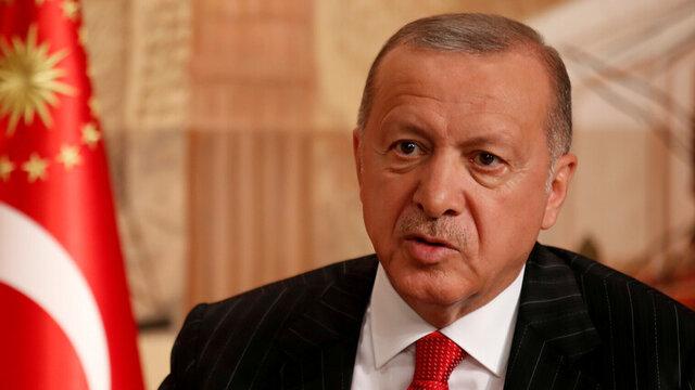 ژست بامزه آنگلا مرکل پس از دریافت هدیه اردوغان
