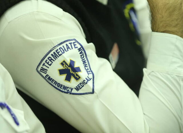 توضیح درباره ماموران اورژانس با لباسهای مخصوص
