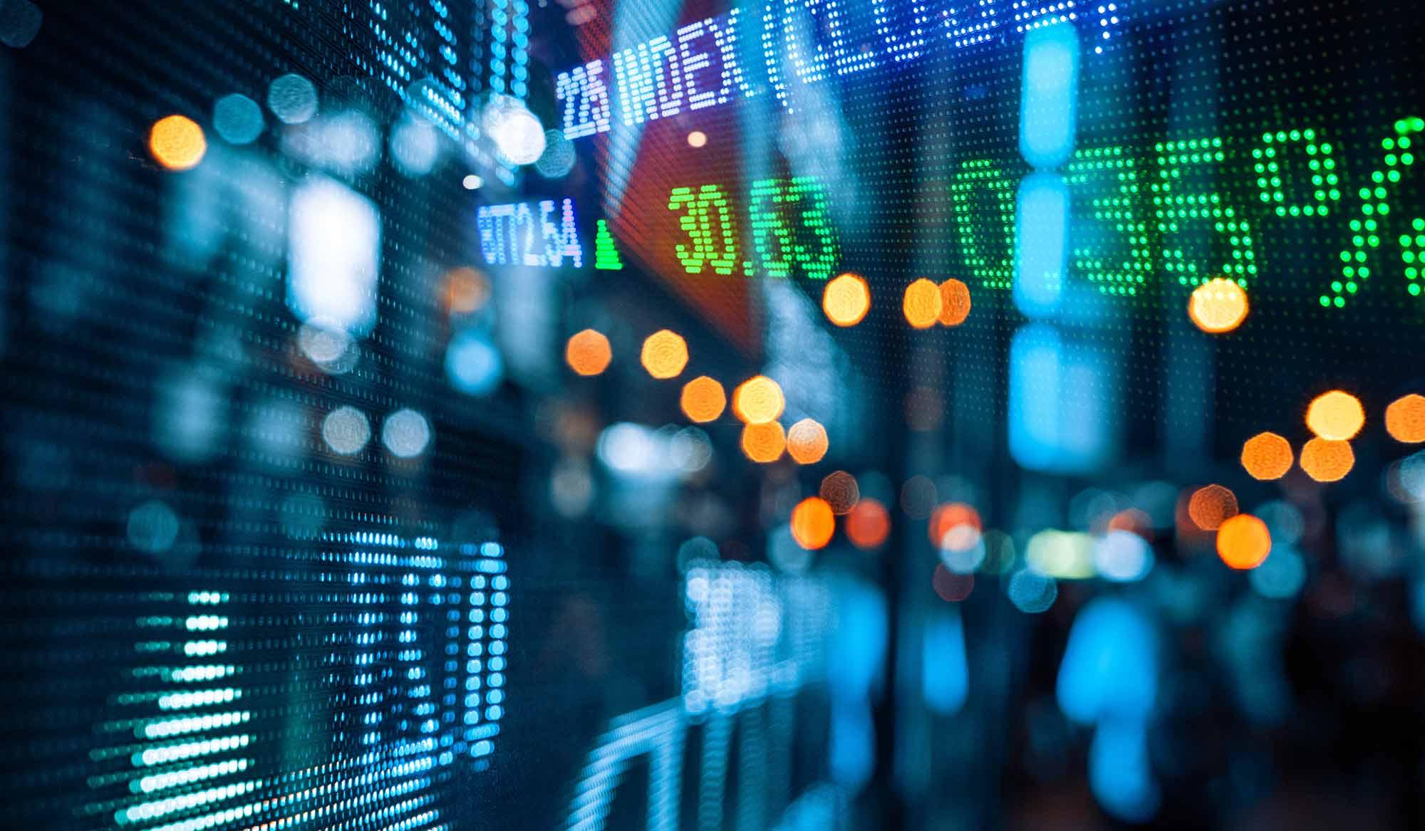نگرانی ۴۸ ساعته سهامداران فعلا برطرف شد/ هراس سازمان بورس از هجوم نقدینگی به بازار سرمایه/ لزوم افزایش عرضه و ورود شرکتهای بزرگ به بورس/ تأثیر منفی تصمیمات شبانه در شرایط جنگ اقتصادی