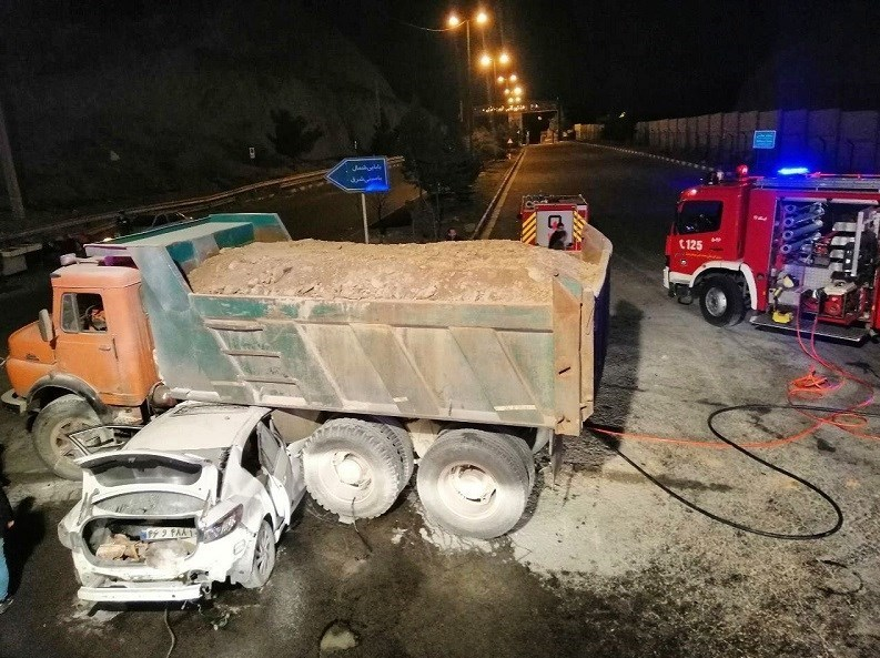 تصادف مرگبار مزدا ۳ با کامیون