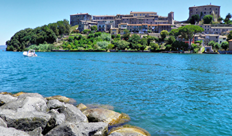 دریاچه بولسنا از نمای نزدیک
