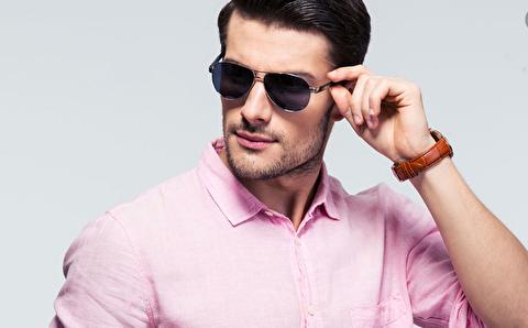 چگونه رنگ صورتی را در تیپ مردانه به کار بگیریم؟
