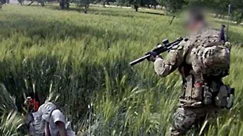 شلیک مستقیم سرباز استرالیایی به کشاورز افغان