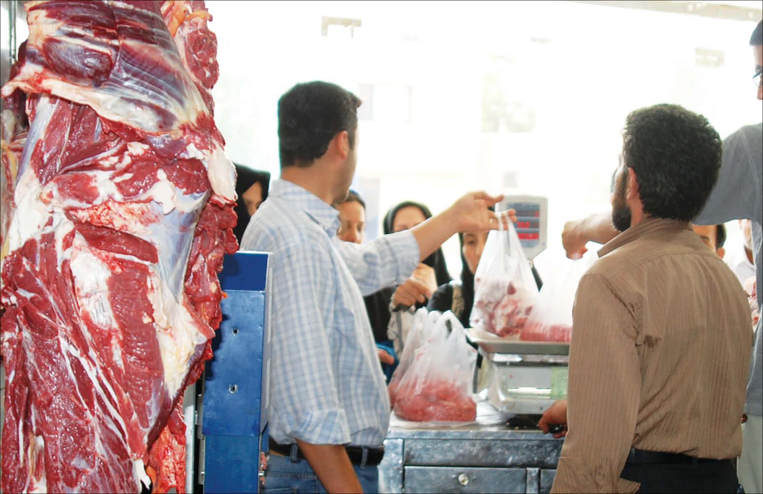 گوشت قرمز دوباره بر مدار گرانی/ بازار گوشت تحت کنترل دلالان یا متولیان؟/ مقصر گرانی کدام است؛ «کرونا» یا «فاوا» ؟