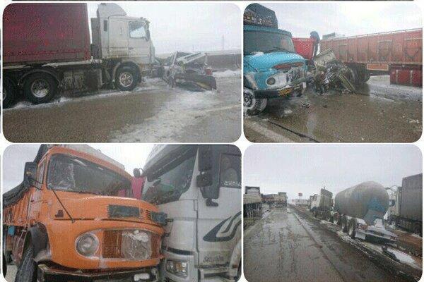 ۳۰ خودروی تصادف زنجیرهای در آزادراه قزوین رهاسازی شدند