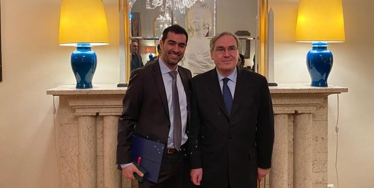 شهاب حسینی از سفارت فرانسه نشان شوالیه دریافت کرد
