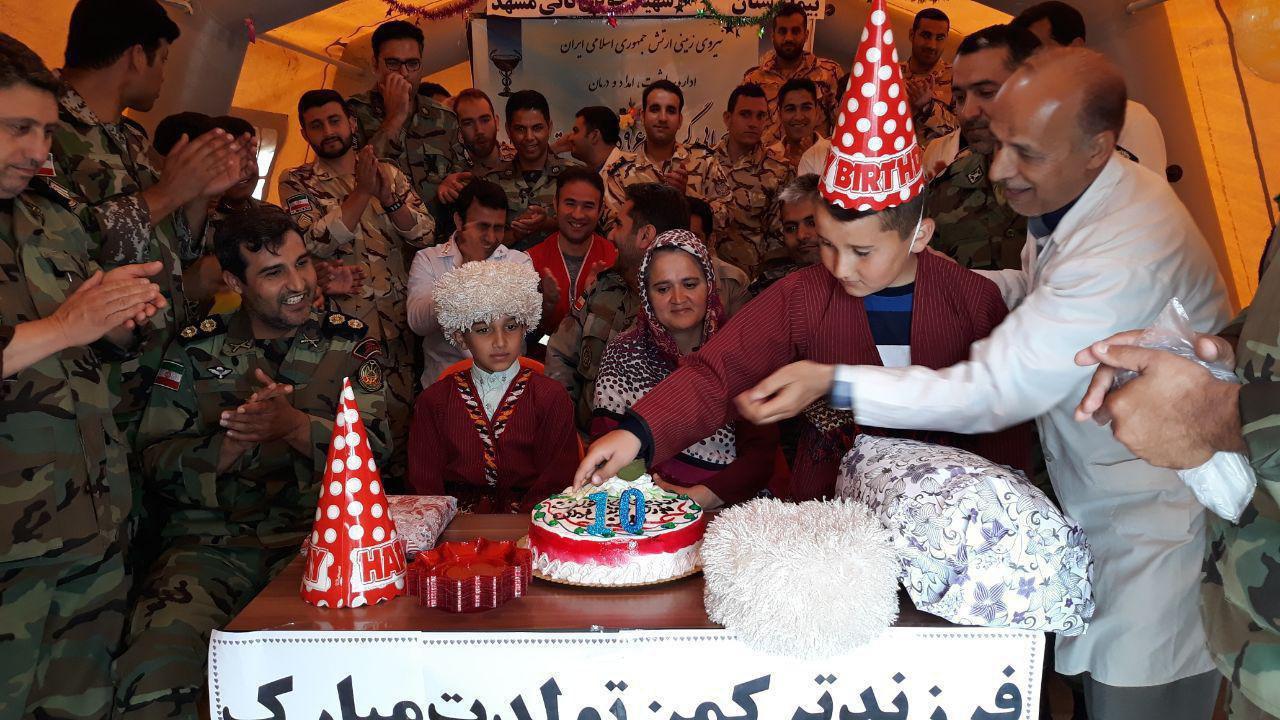 جشن تولد کودک ترکمن در بیمارستان صحرایی ارتش