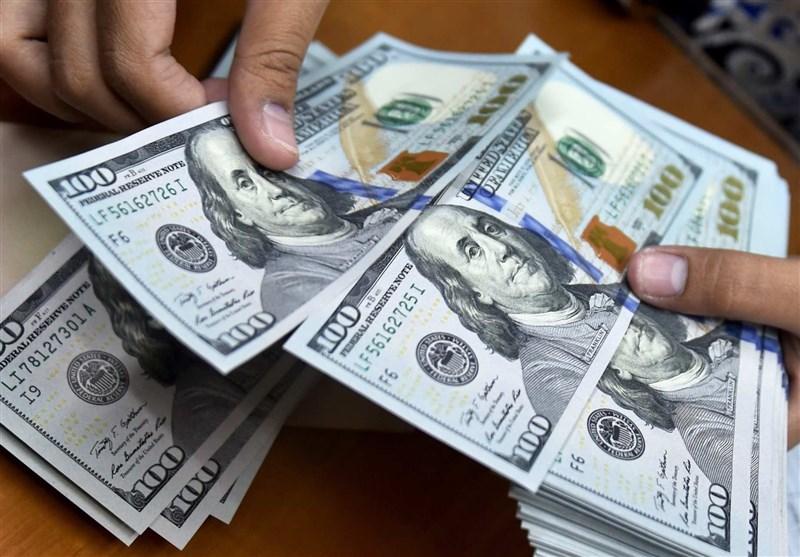 دلار ۲۰۰ تومان گران شد/ یورو ۱۶۱۰۰ تومان قیمت خورد