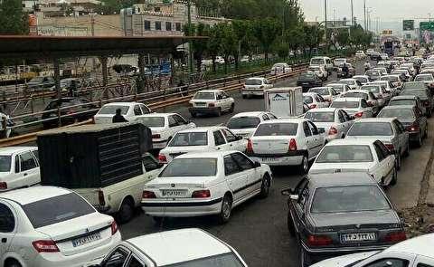صفهای طولانی مقابل پمپهای بنزین
