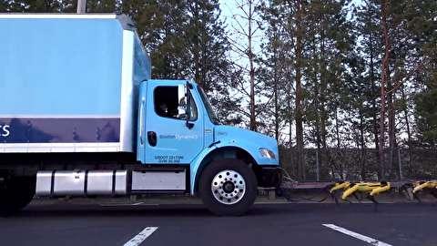 کشیدن کامیون با ده اسپات روبات
