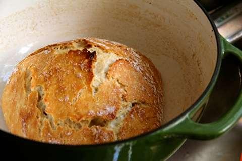 دستور پخت نان خانگی پخته شده در قابلمه هلندی