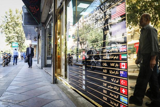 کرکره صرافیها با کاهش قیمت دلار بالا رفت