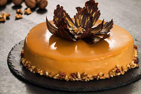 طرز تهیه کیک کارامل گردویی براق