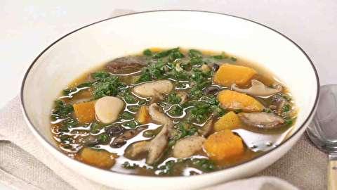 طرز تهیه سوپ مرغ با کلم باک چوی و زنجبیل