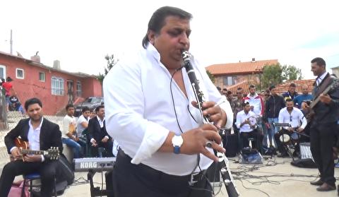 اجرای خیابانی کلارینت به همراه ارکستر