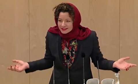 نماینده پارلمان اتریش روسری سر کرد