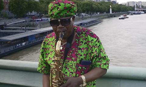 اجرای ساکسوفون در خیابانهای لندن