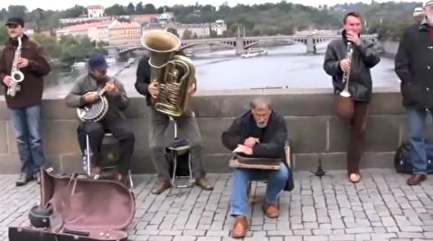 اجرای متفاوت خیابانی موسیقی جز