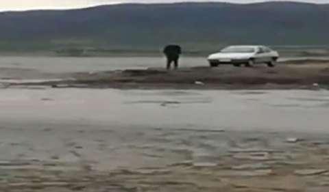 پیشروی آب دریاچه ارومیه در بندر رحمانلو