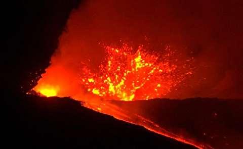 رودخانه گدازههای آتشفشان اتنا در سیسیل