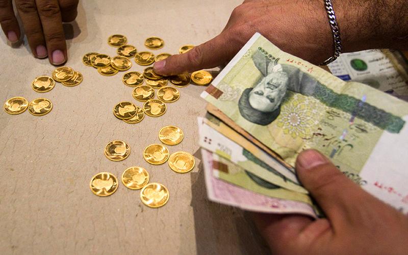 بازار طلا و سکه با کاهش قیمت نسبت به صبح بسته شد/ داد و ستد همچنان در کمترین سطح چند ماهه/ حباب سکه 520 هزار تومان