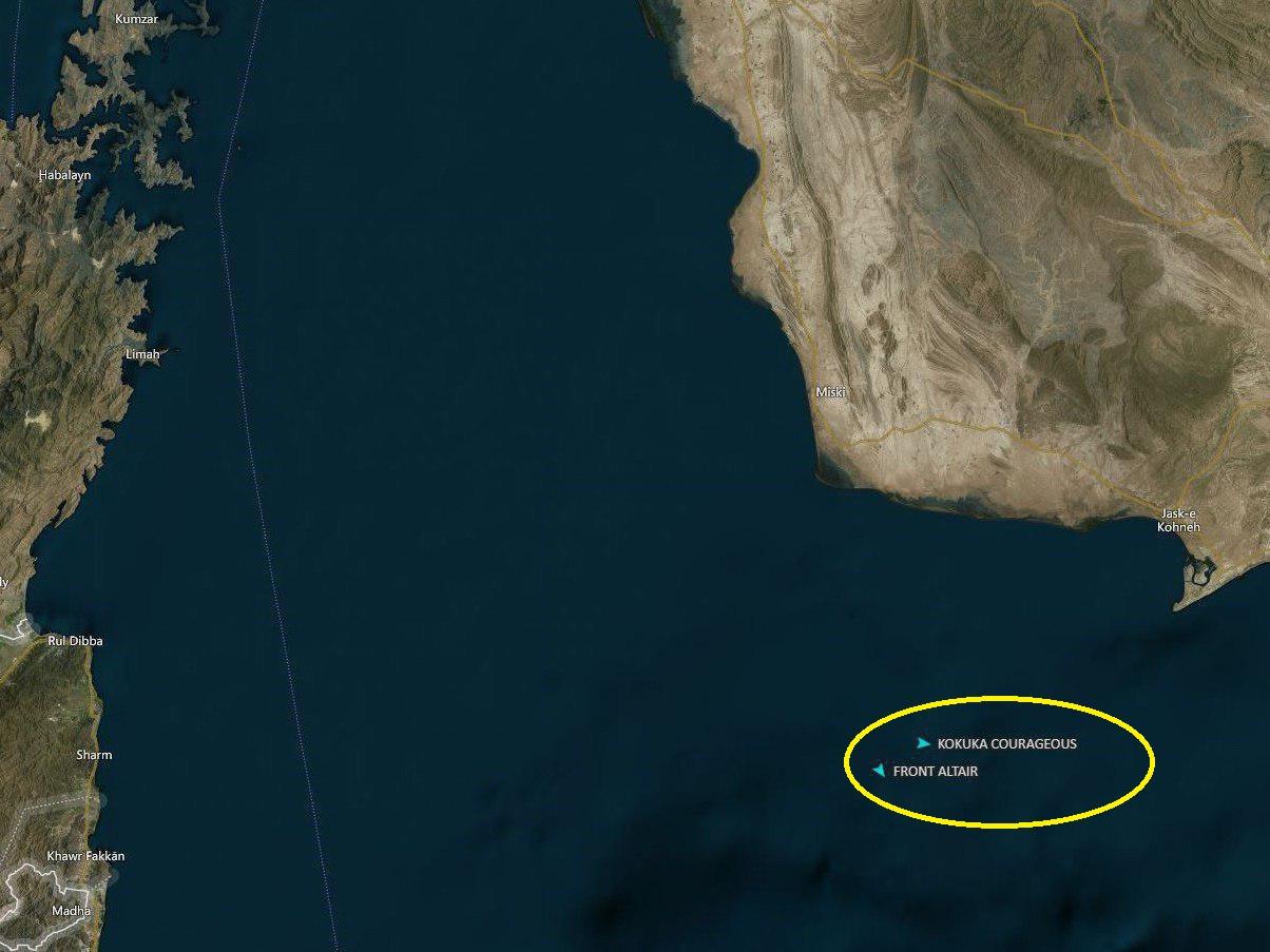 حمله به 2 نفتکش غول پیکر در دریای عمان/ قیمت نفت افزایش یافت/ نفت کش ها در حال غرق شدن/ نیروی دریایی ایرا وارد عمل شد+ جرئیات