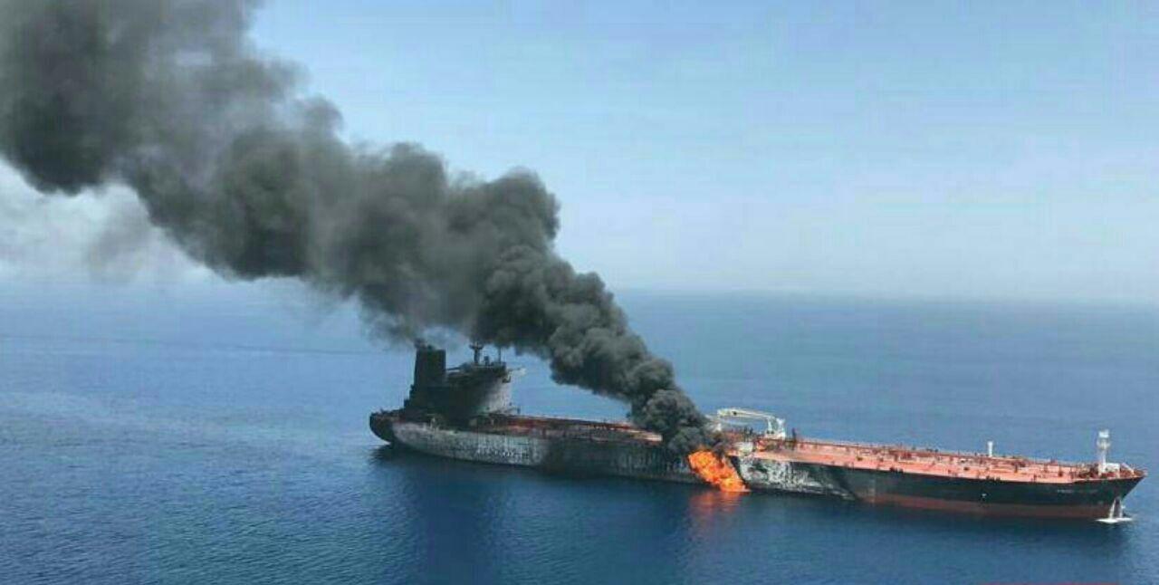 حمله به 2 نفتکش غول پیکر در دریای عمان/ قیمت نفت افزایش یافت/ نیروی دریایی ایران وارد عمل شد+ جرئیات
