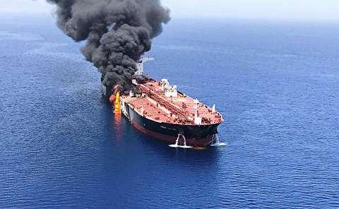 لحظات انفجار کشتی نفتکش در دریای عمان